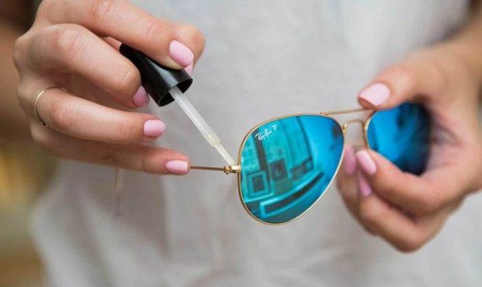 11 Curiosas Razones Por Las Que El Brillo Para Uñas Es Tan Útil 11