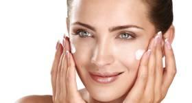 Crema Hidratante. Beneficios De Usar Tu Hidratante Día Y Noche